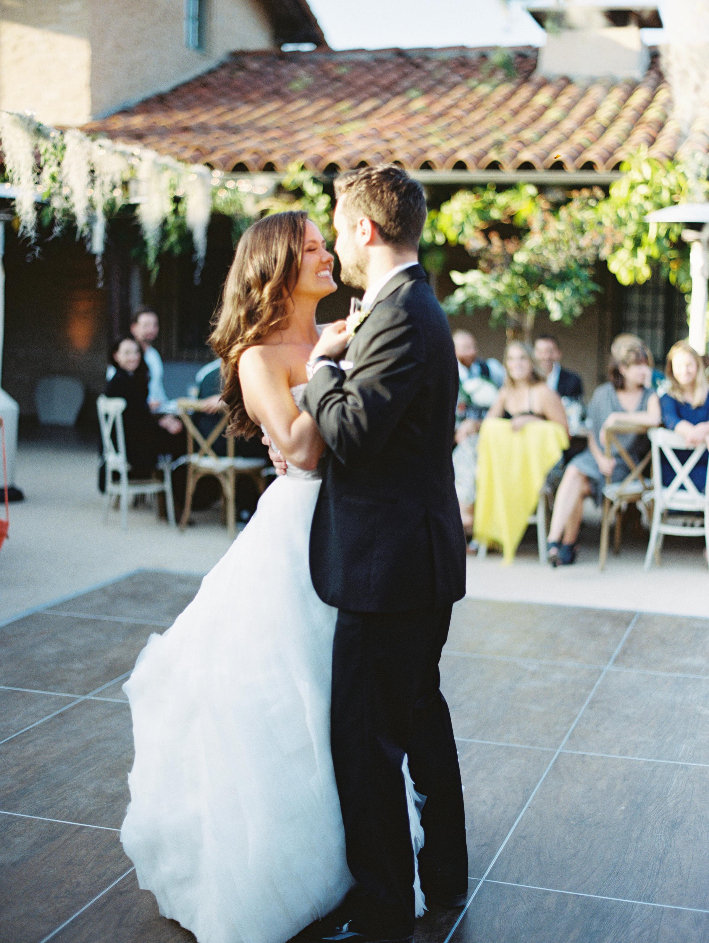 happy_couple_dancing.jpg