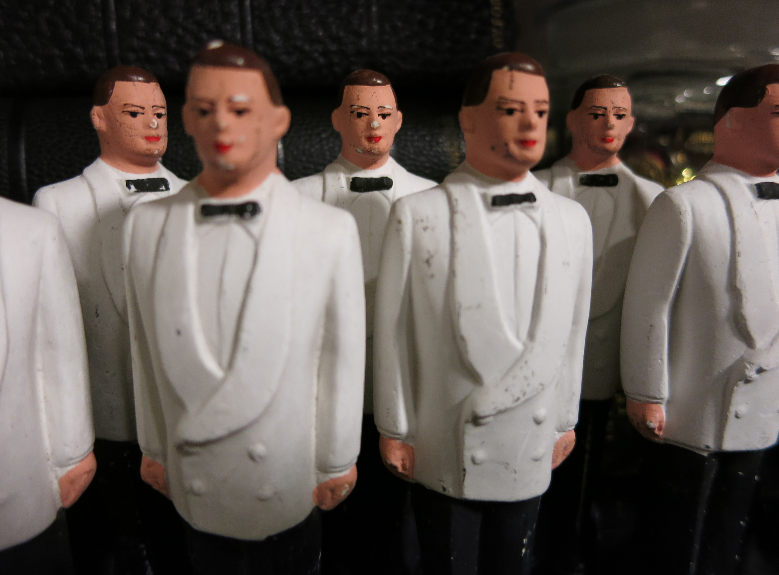 groom_figures_fuull.jpg