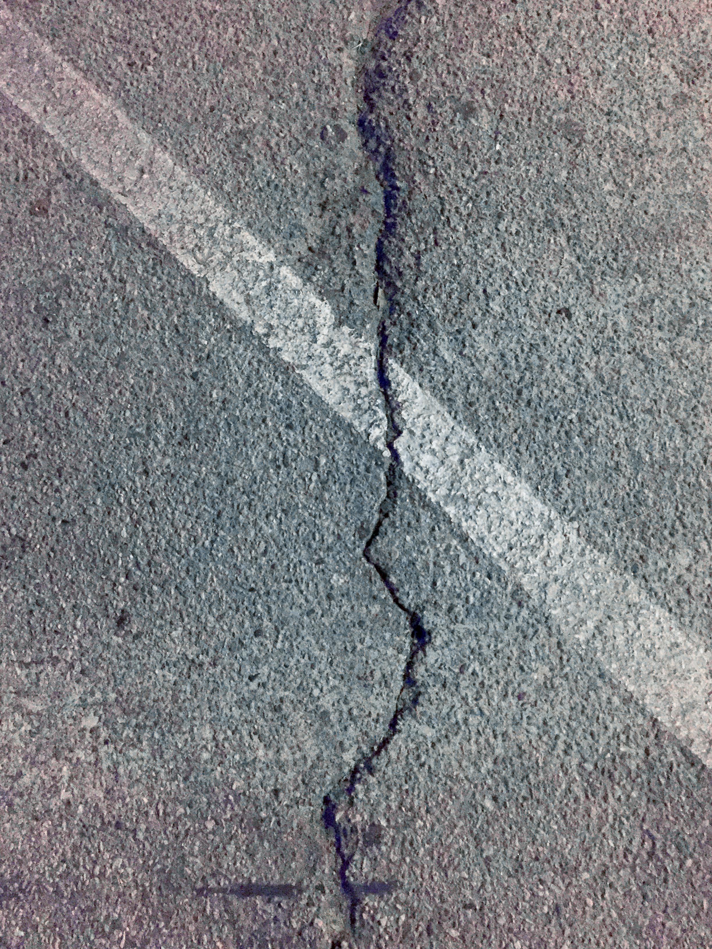asphalt_crack.jpg