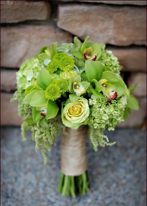 http://www.weddingomania.com/greenery-wedding-ideas/