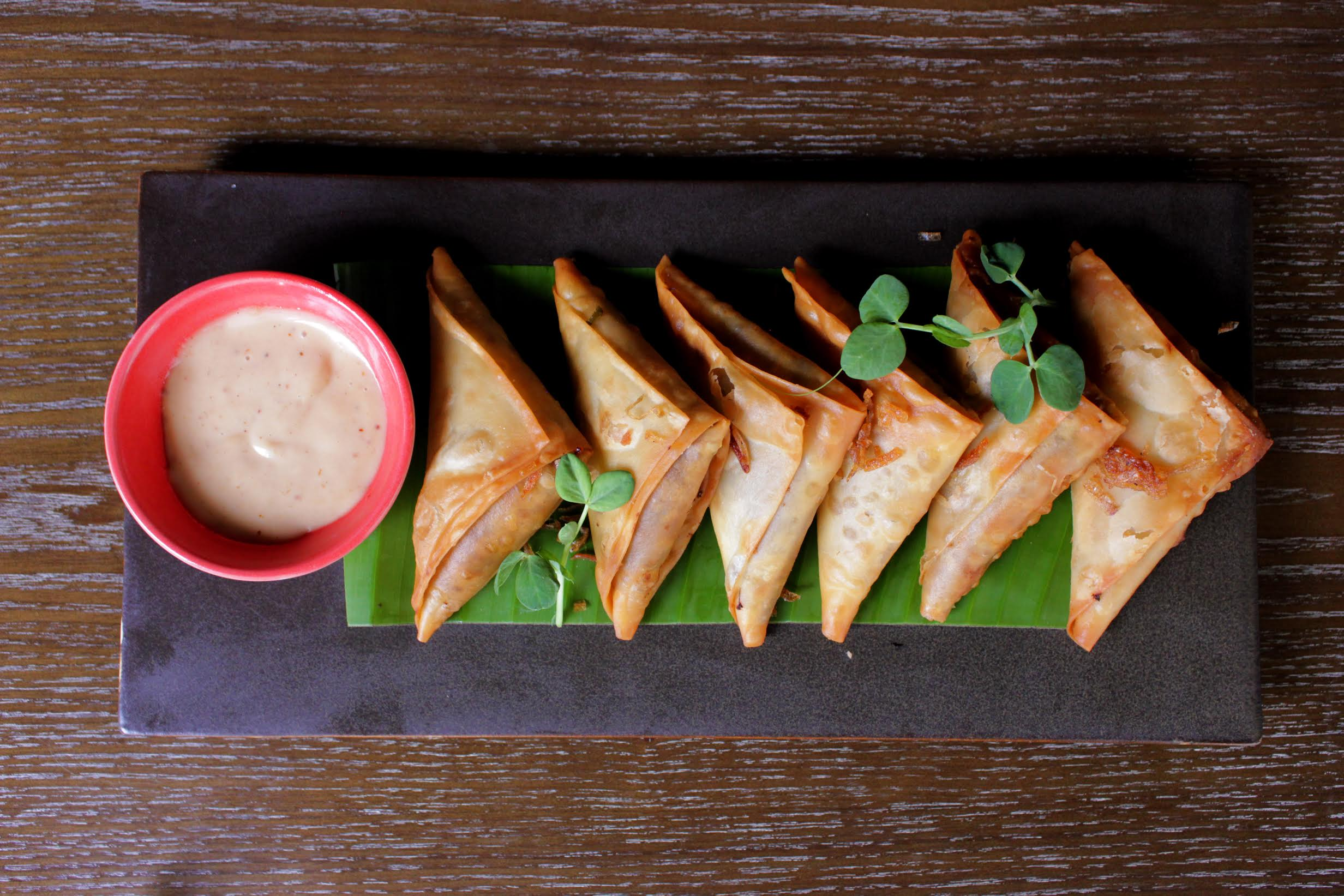 You + Haleem + Samosas = The best love triangle ever!