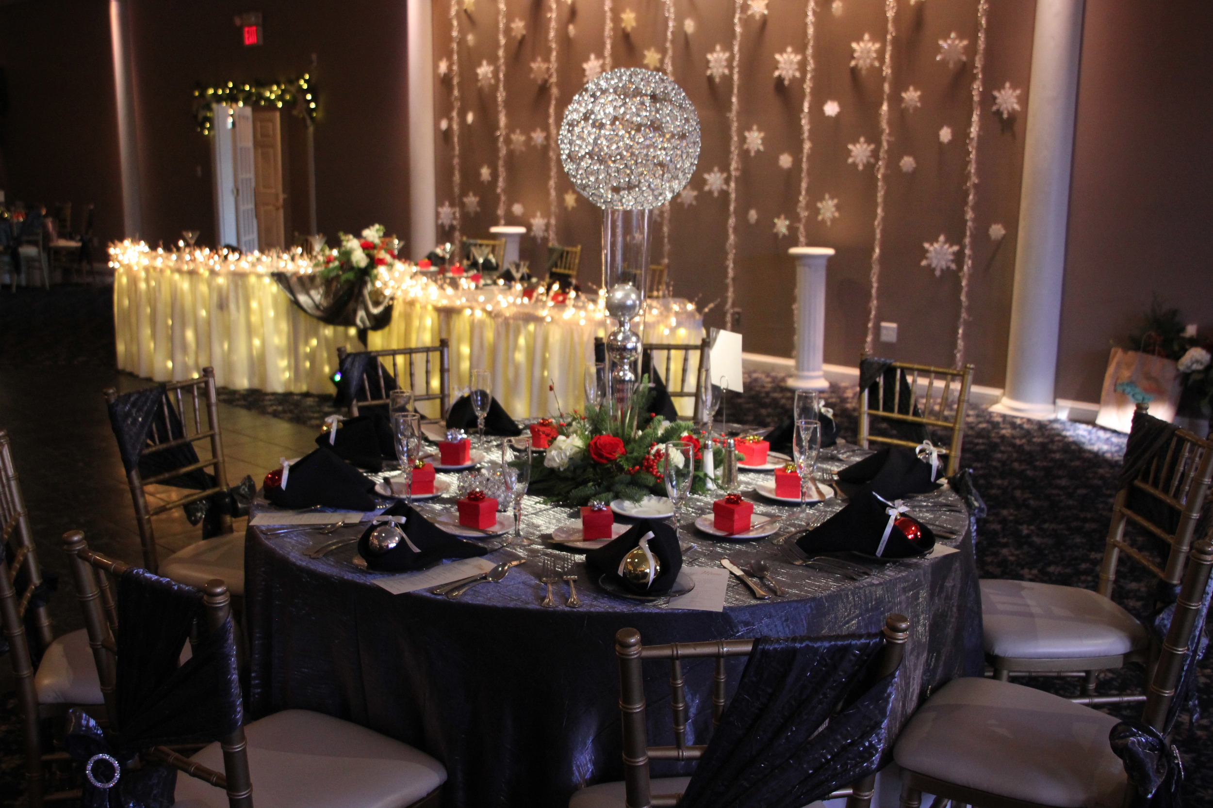 Snowflake backdrop with crystal globes on pilsner vase