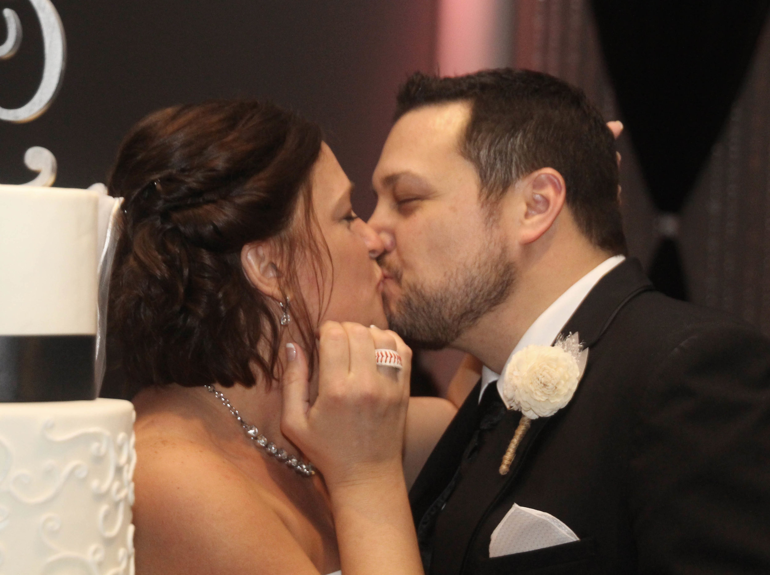 cake kiss.jpg
