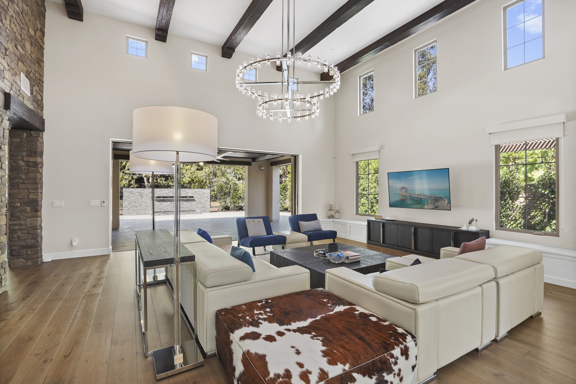 5 Sunset Cv - $2,700,000