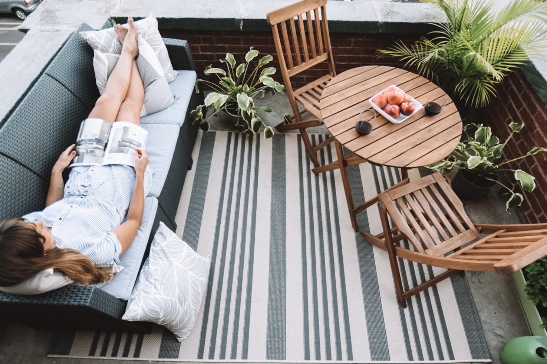 cozy-urban-balcony
