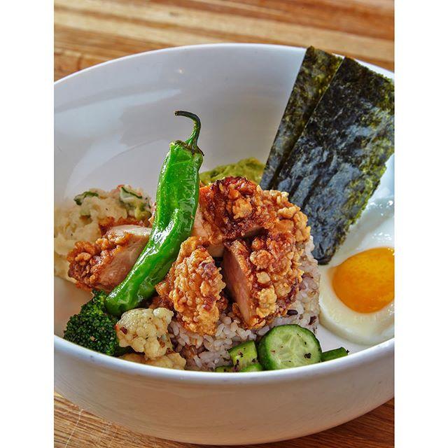 TakuMen Chicken Rice Bowl @caviar @takumenlic  #izakaya #japaneserestaurant  #japanesetapas #lic #longislandcity #brunch #lunch #dinner #ramen #ricebowl #からあげ #friedchicken #popular #alotofveggies