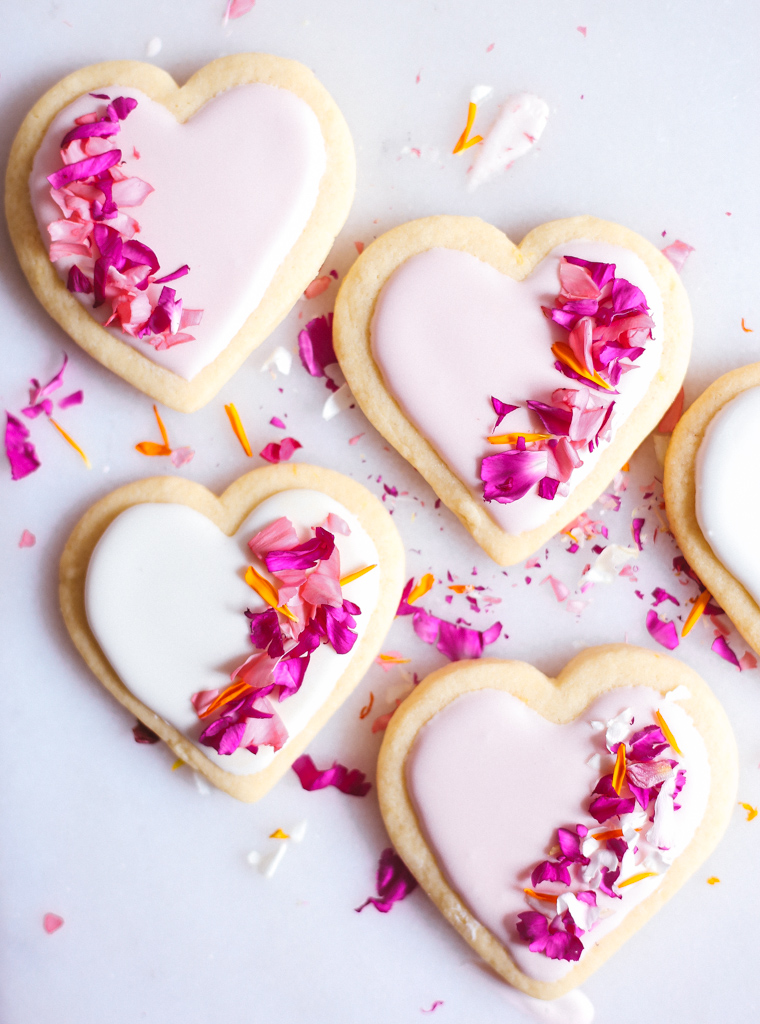 lemon_sugar_cookies_with_edible_flowers