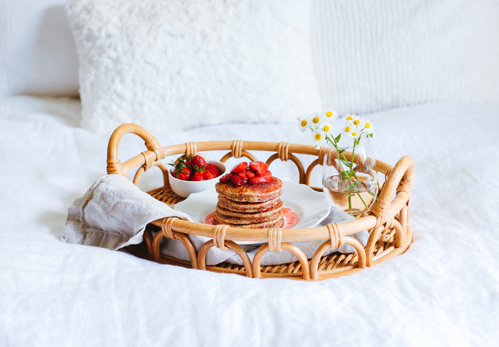 banana_oat_pancakes_with_roasted_strawberries.jpg