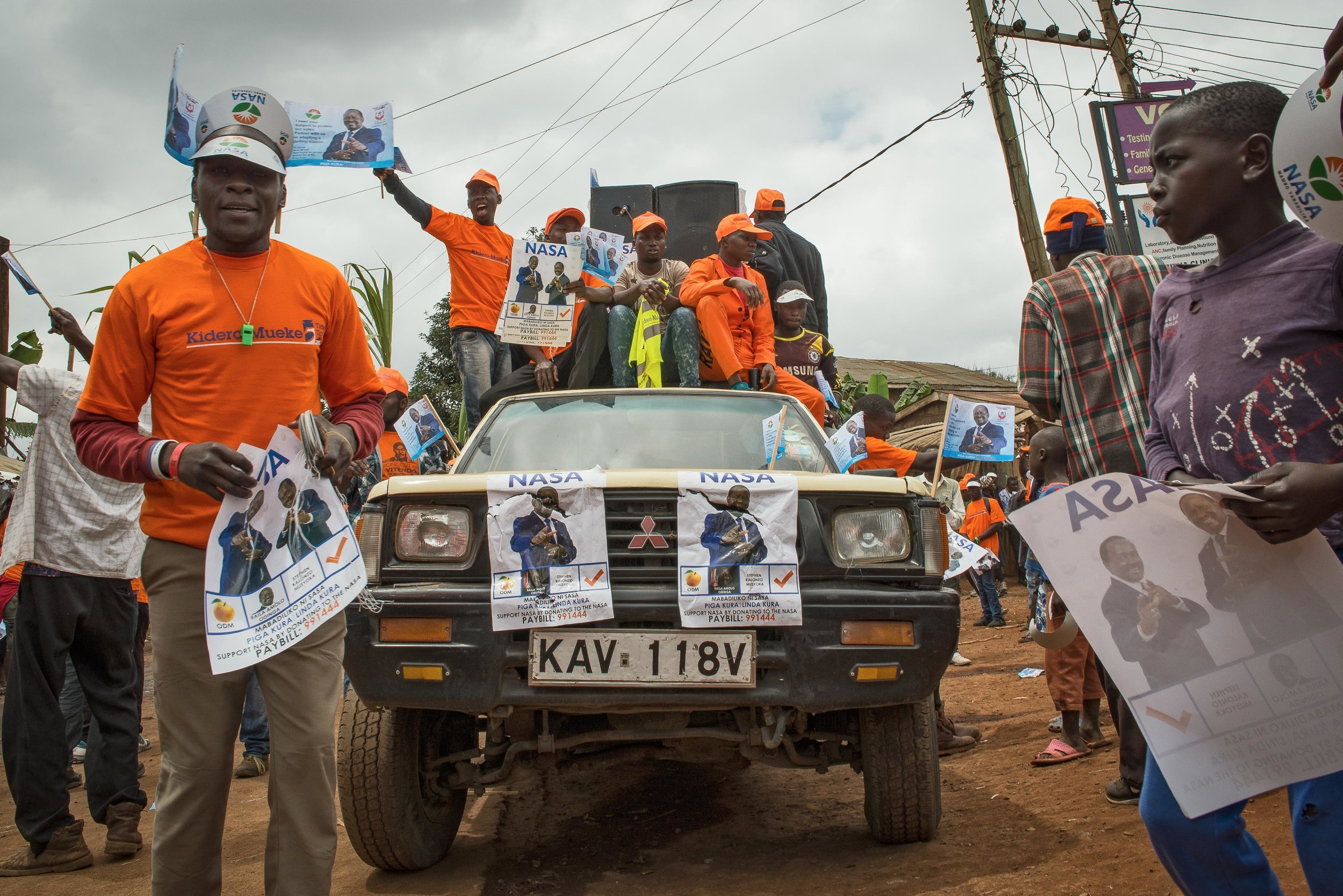 Opposition party members chant campaign slogans in support of National Super Alliance Presidential candidate, Raila Odinga in Kibera, Nairobi. Public Radio International, August 2017.