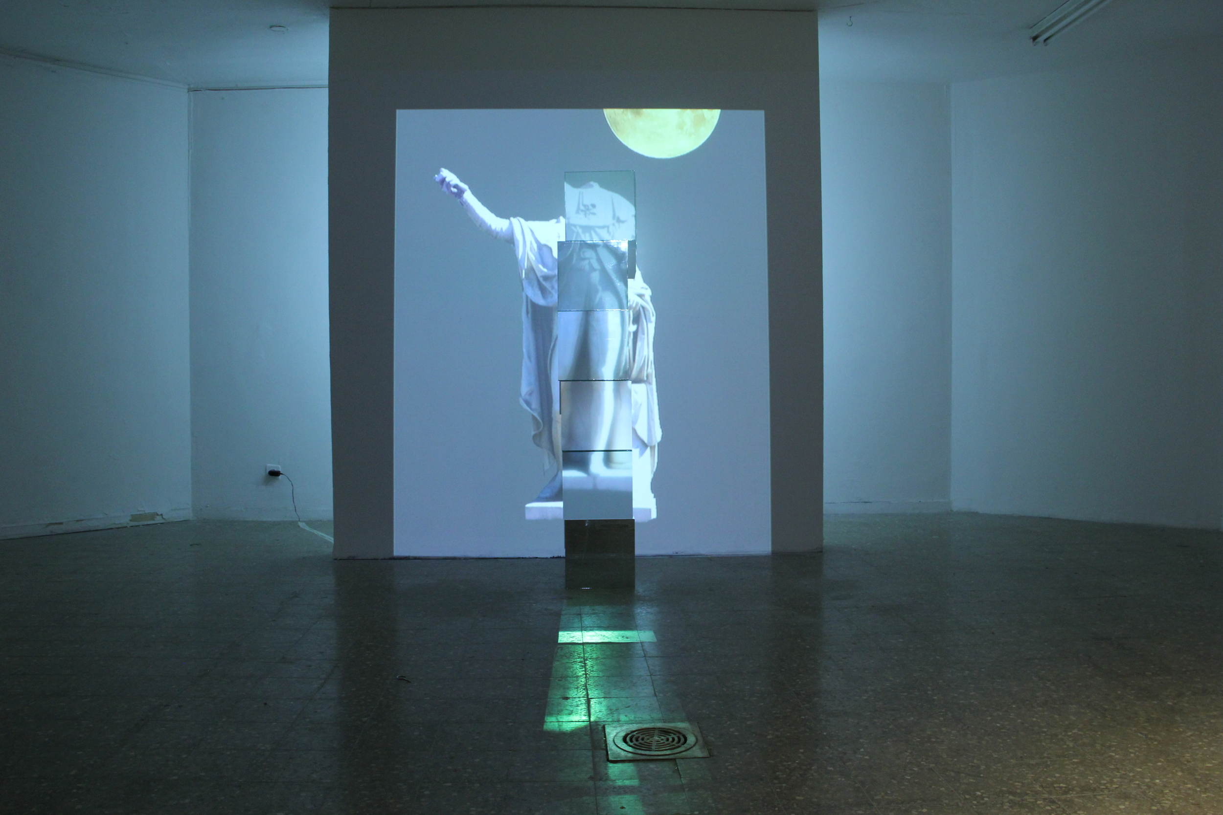 Rising Moon, Mirror,  glass And Vid  eo Projection, 1.80x  0.40x0.40m, 2015
