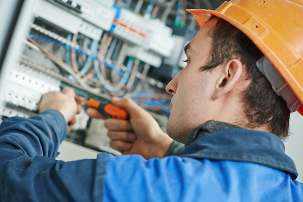 To build on your understanding and knowledge gained from the level 2 course. This programme covers all of the necessary elements to further develop your skills and theoretical knowledge and understanding of advanced electrical science, inspection and testing, fault finding and rectification and electrical design.