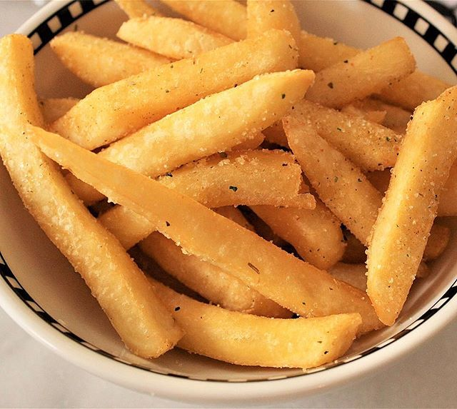 Sometimes you've just gotta have fries. These seasoned chips were irresistible at Mrs Jones Bar upstairs at The Orient Hotel at The Rocks Sydney #chips #fries #fried #golden #seasoned #bar #pub #sirandmladyinvited #therocks #delicious #tasty #restaurant #sydneyfoodblogger #sydney #sydneyfood