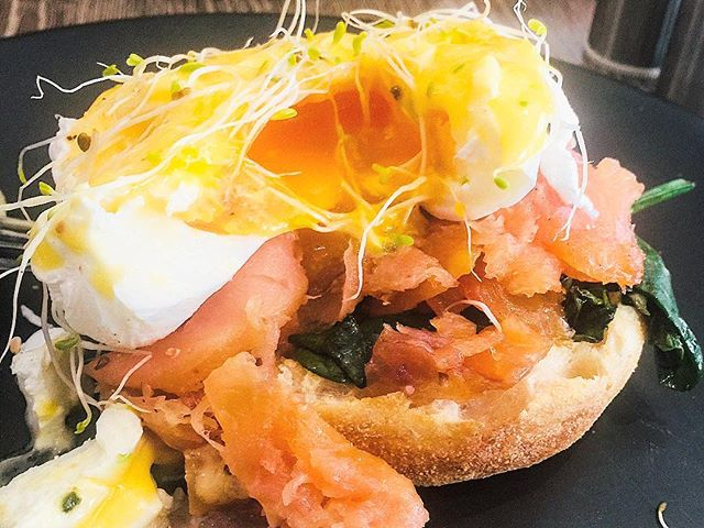 Cutting into a nice eggs benny at the Bridge Cafe in Windsor NSW #eggs #egg #breakfast #eggsbenedict #brunch #cafe #smokedsalmon #flashback #nsw #delicious #tasty #windsor #muffin #sydneyfoodblogger #sydney