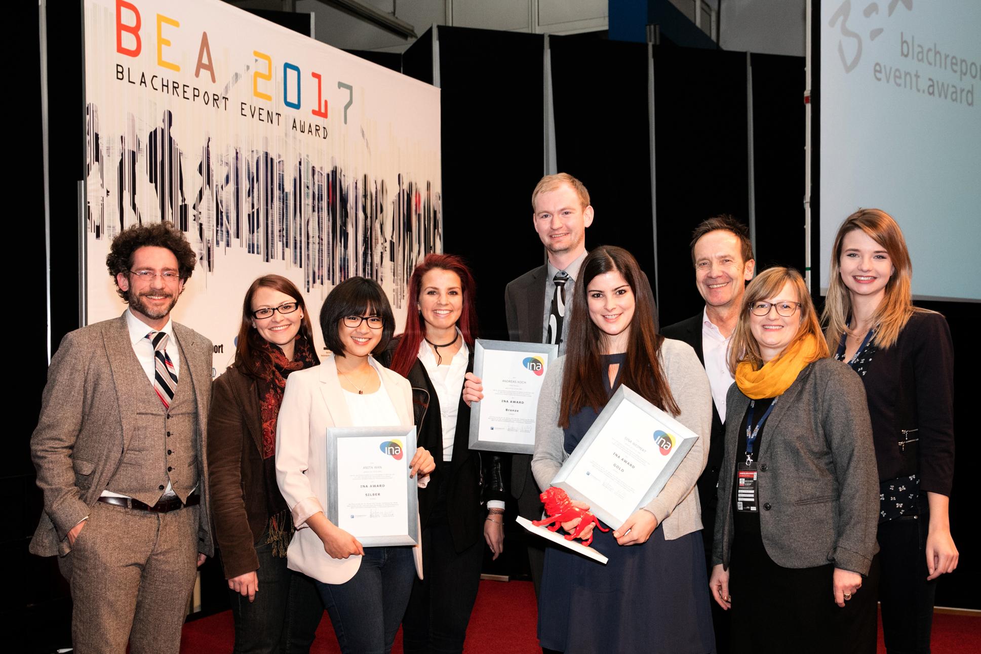 Mit den Gewinnern freuen sich (v.l.n.r.): Kai Janssen (GF MATT CIRCUS), Irene Menke (MATT CIRCUS), Anita Wan (Gewinnerin Silber), Anna Müller (MATT CIRCUS), Andreas Koch (Gewinner Bronze), Sina Weimert (Gewinnerin Gold), Michael Hosang (GF Studieninstitut), Kristin Wittmütz (Studieninstitut), Gina Rölike (Studieninstitut).