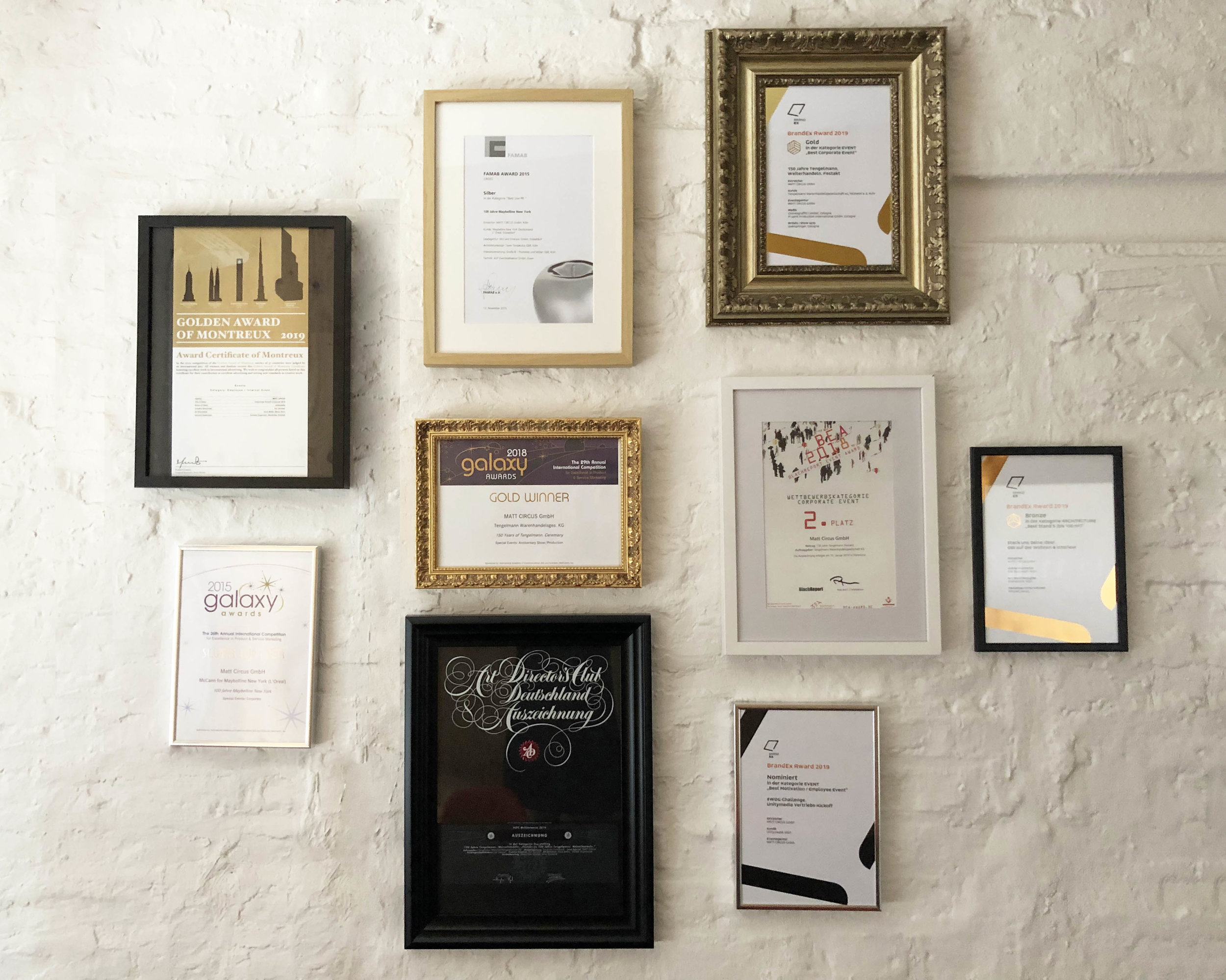 mattcircus-agentur-koeln-live-kommunikation-arward-winner-golden-award-of-montreux-unitymedia-urkunde-awardurkundenbacksteinmauer.jpg