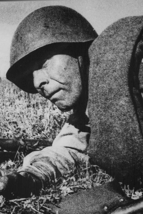 EasternFront_SovietSoldierKursk.png