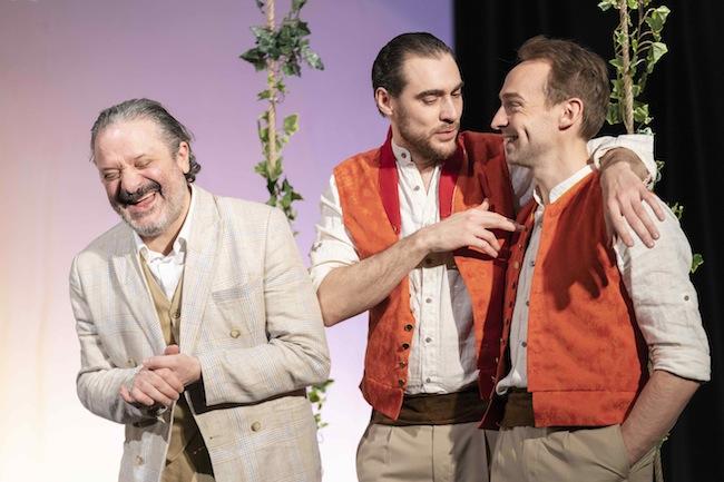 Joyeuse comédie humaine…  Éric Laugérias alias Léonato, Arnaud Denis alias Don Pedro et Pierre Hélie alias Claudio