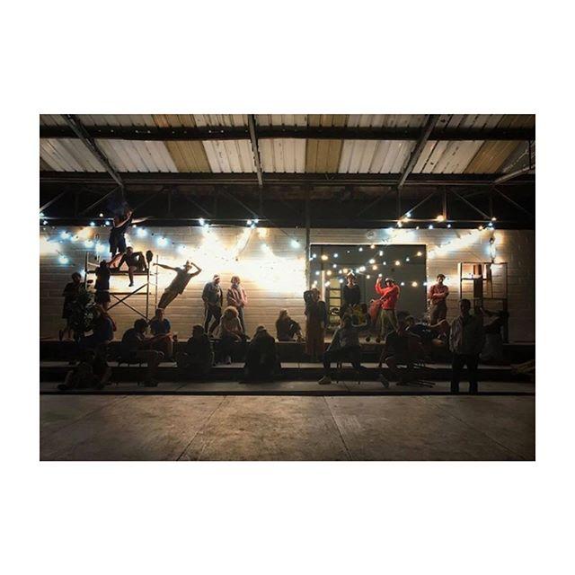 LES ESTIVALES @art_cendres 🎪// Fêter le théâtre émergent avec un collectif de jeunes acteurs-auteurs-metteurs en scène passionnés qui rêvent grand. Des artistes et une initiative à suivre absolument 🙌🏻 À lire sur le blog 🎭 #lesestivales19 #lesestivalesartetcendres #artetcendres #festivaldetheatre #apartestheatre
