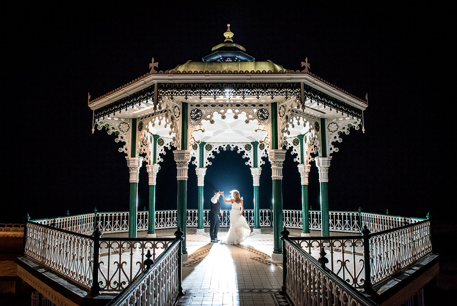 Dancing_weddingcouple_Brighton_Bandstand