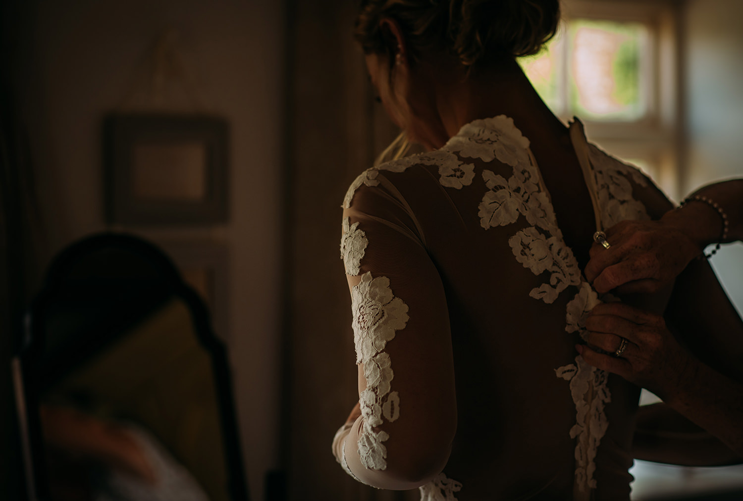 detail of the bride's sleeve in good light