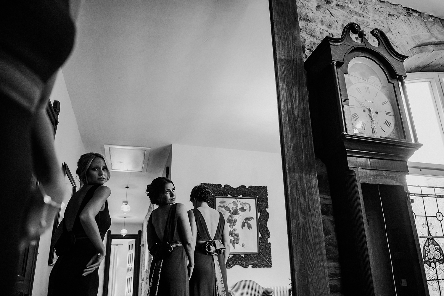 the bridesmaids are ready. bw photo