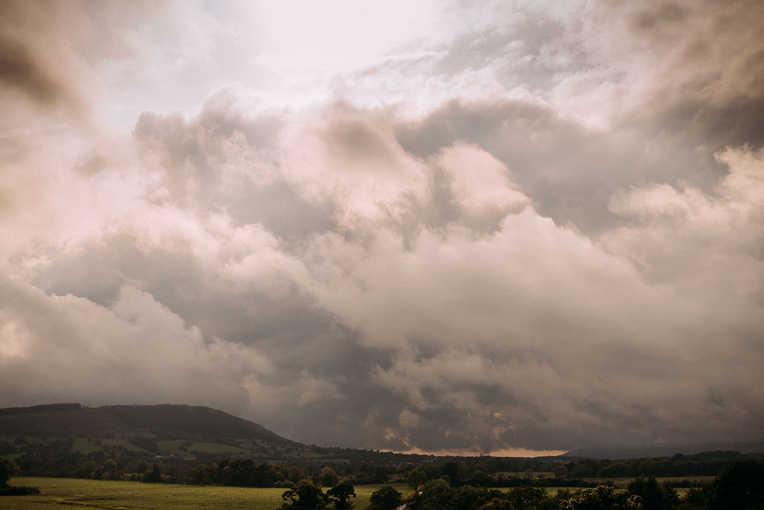 huge rain clouds over Kemple end