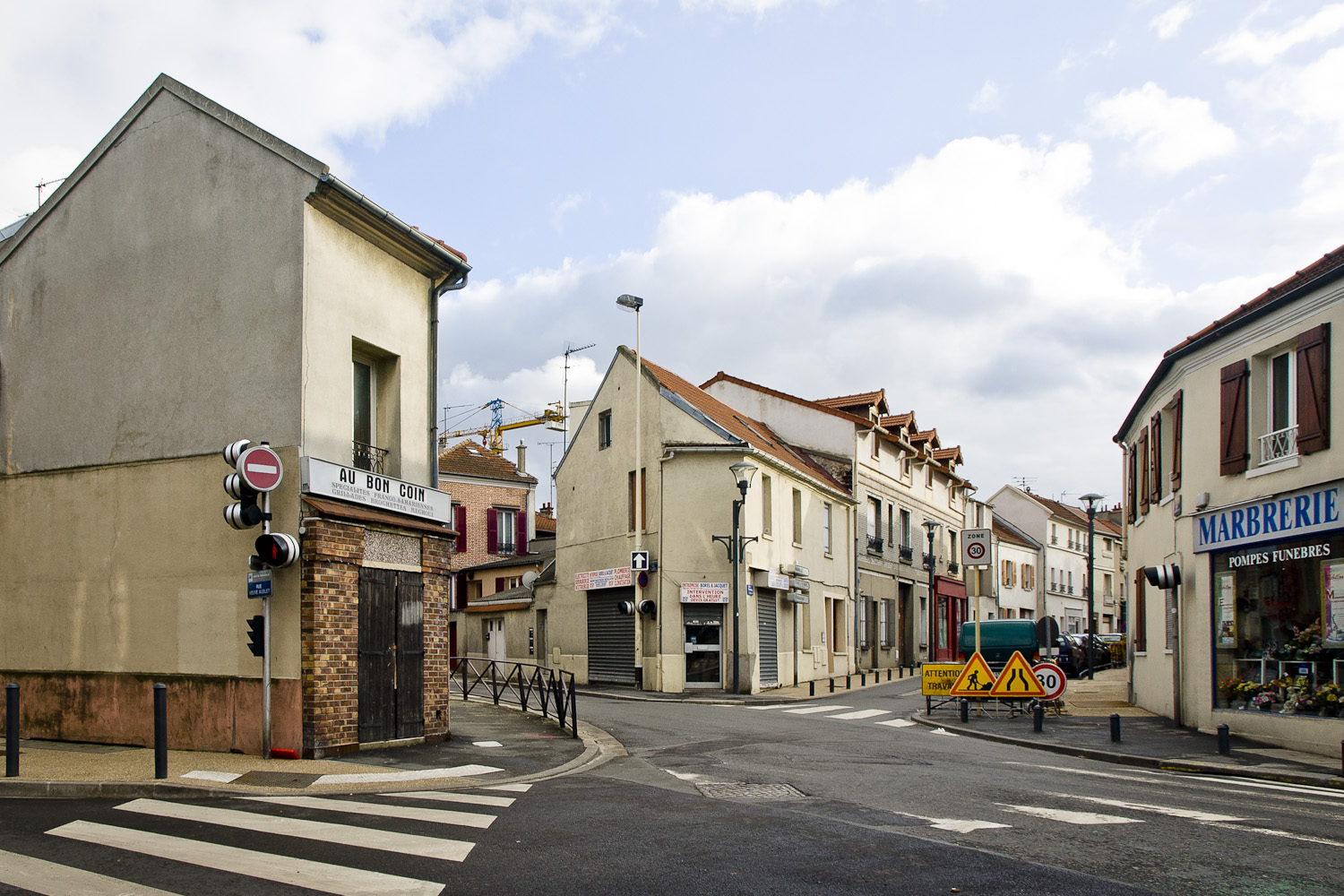 16-Romainville- Place de l'eglise -2009.jpg