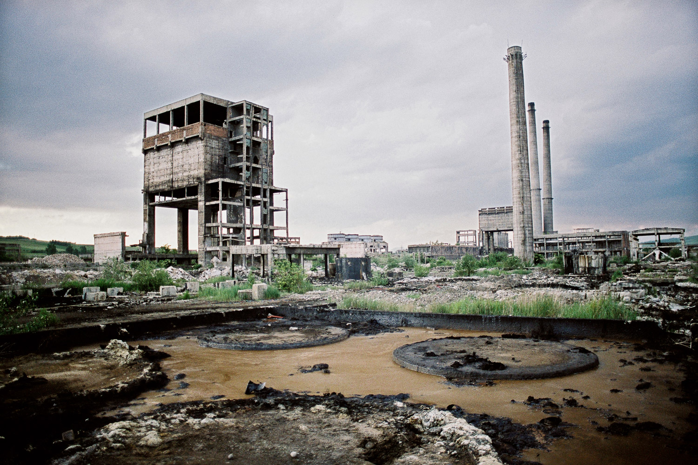 4-Ruine d'un combinat sidérurgique-Calan-Roumanie-2006.jpg