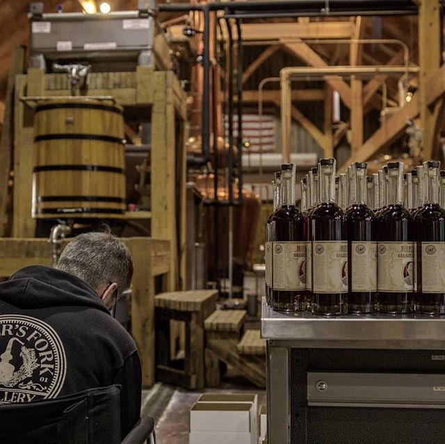 All dressed up and ready to go out. ⁣ Regram @tnwhiskeytrail⁣ .⁣ .⁣ .⁣ #bourbonlifestyle #bourbon #whiskey #TNWhiskey #TnWhiskeyTrail #smallbatch #smallbiz #distillery #spirits #graintoglass #tennesseewhiskey #tastingroom #whitewhiskey #mixology #craftspirits #handcrafted #smoothfinish #happyhour #brownwater #singlebarrel #whiskeyporn #imbibe #rye #highonrye #behindthescenes #alcohol #whisky #booze #tnwhiskeytrail #whiskeytour