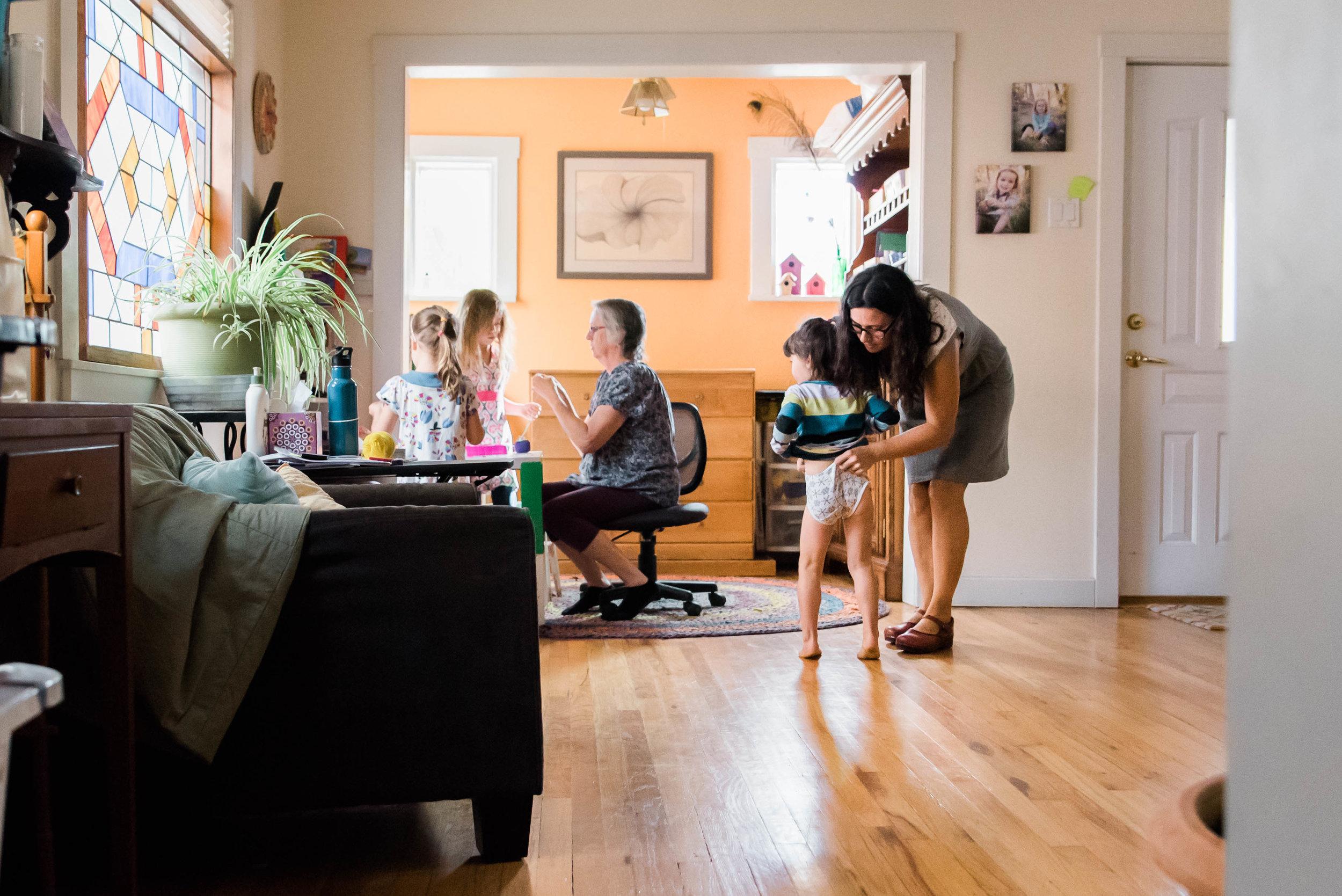 Family Photographer In Home 2017-2.jpg