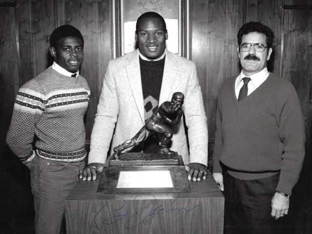 NY junior Heisman awards dinner 1985 with Bo Jackson and Curtis High school coach Fred Olivieri. Photo: Vernon Turner via Wikimedia Commons