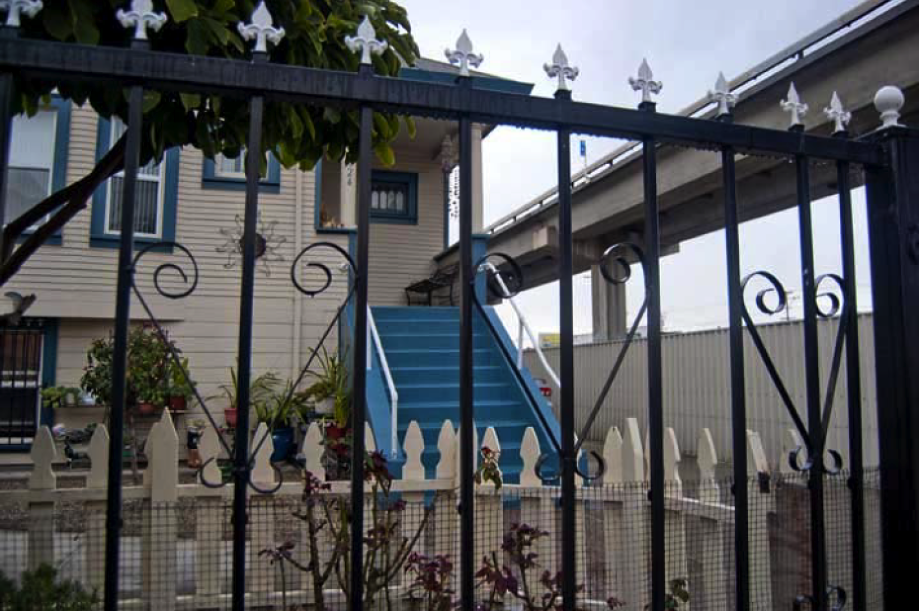 3 layers of fencing surround a home in the Fruitvale district