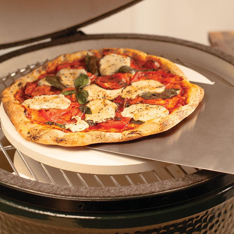 pizza-on-metal-peel-800sq.jpg