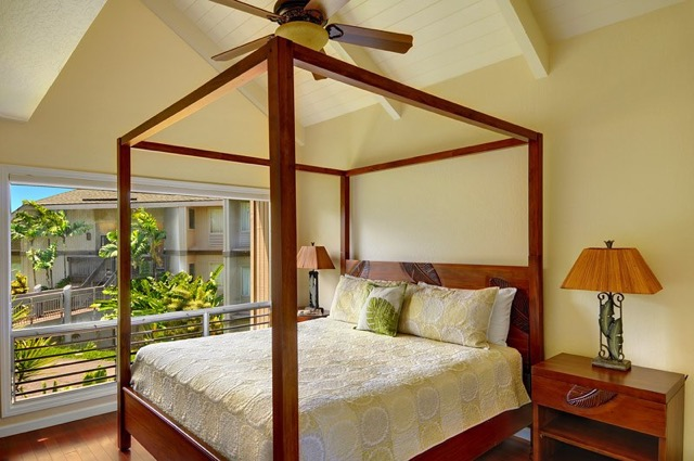 Master Bedroom with 4-Poster King Bed