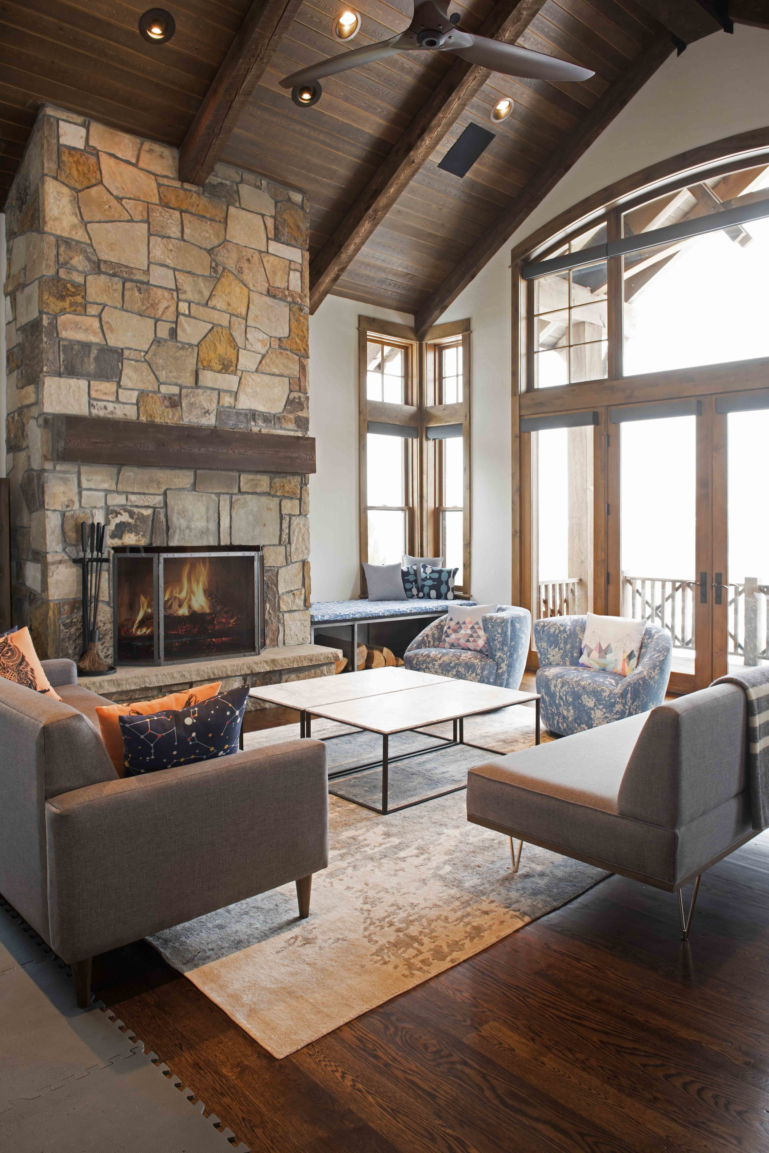 Modern and cozy in the same room is a hard atmosphere to create.  I love how you could just curl up by the fire on these modern furnishings.