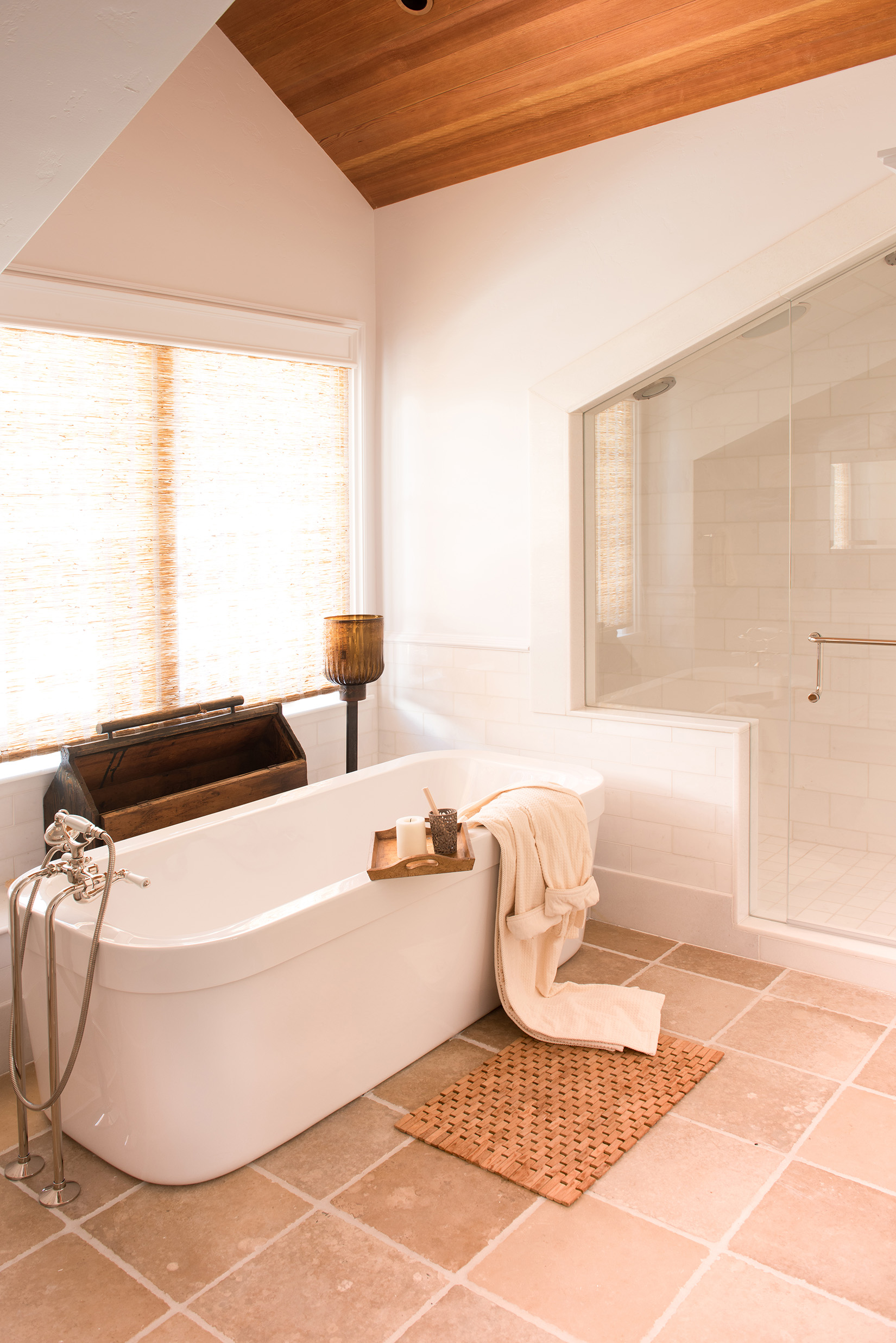 I really love the the bright, clean look of this farm style guest bathroom.