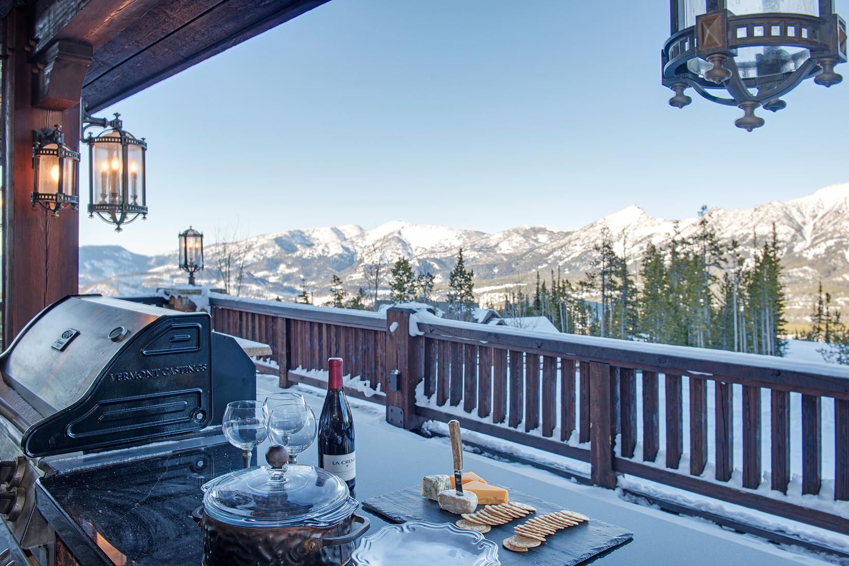 This home has no shortage of amazing views!