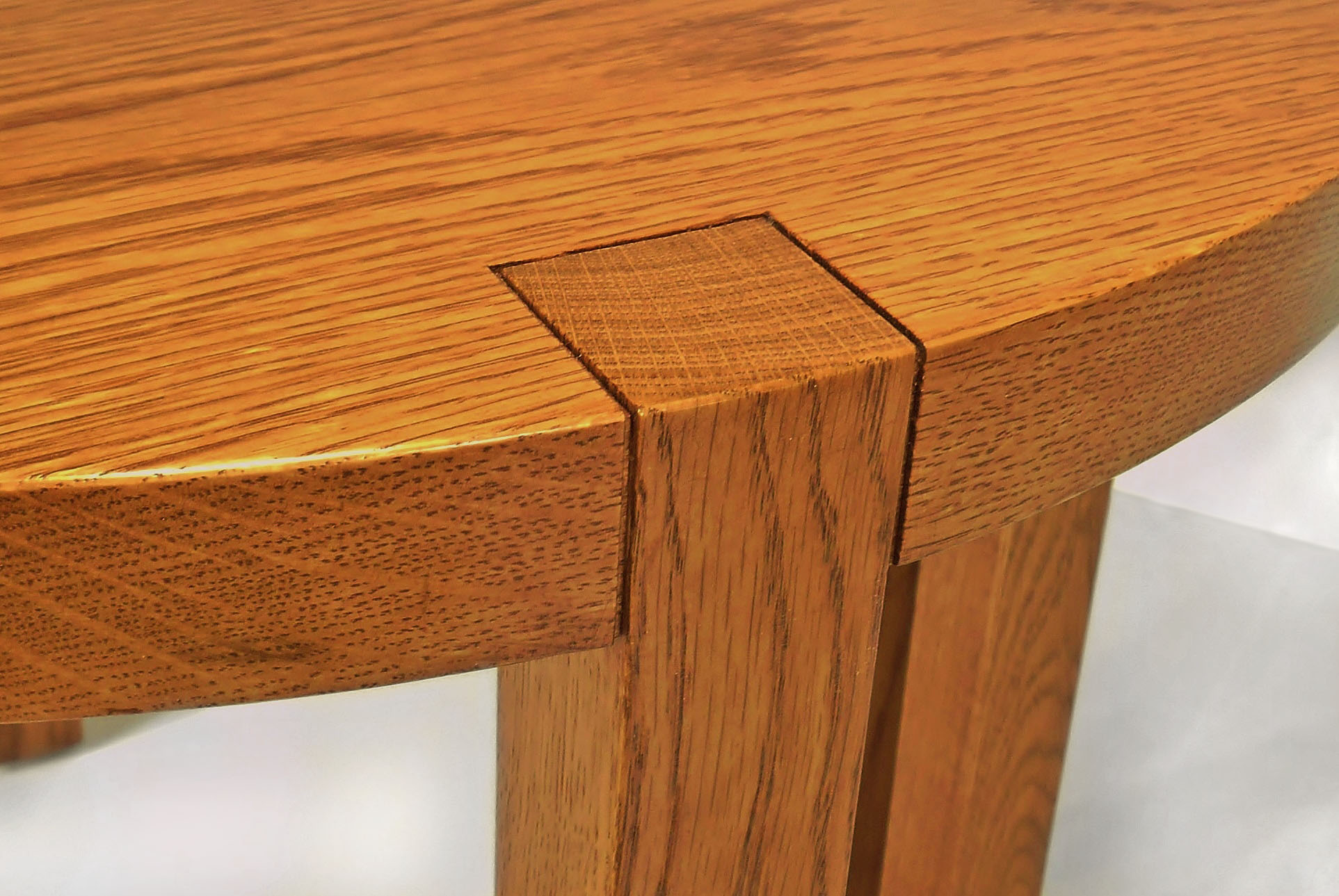 half round table detail2.jpg