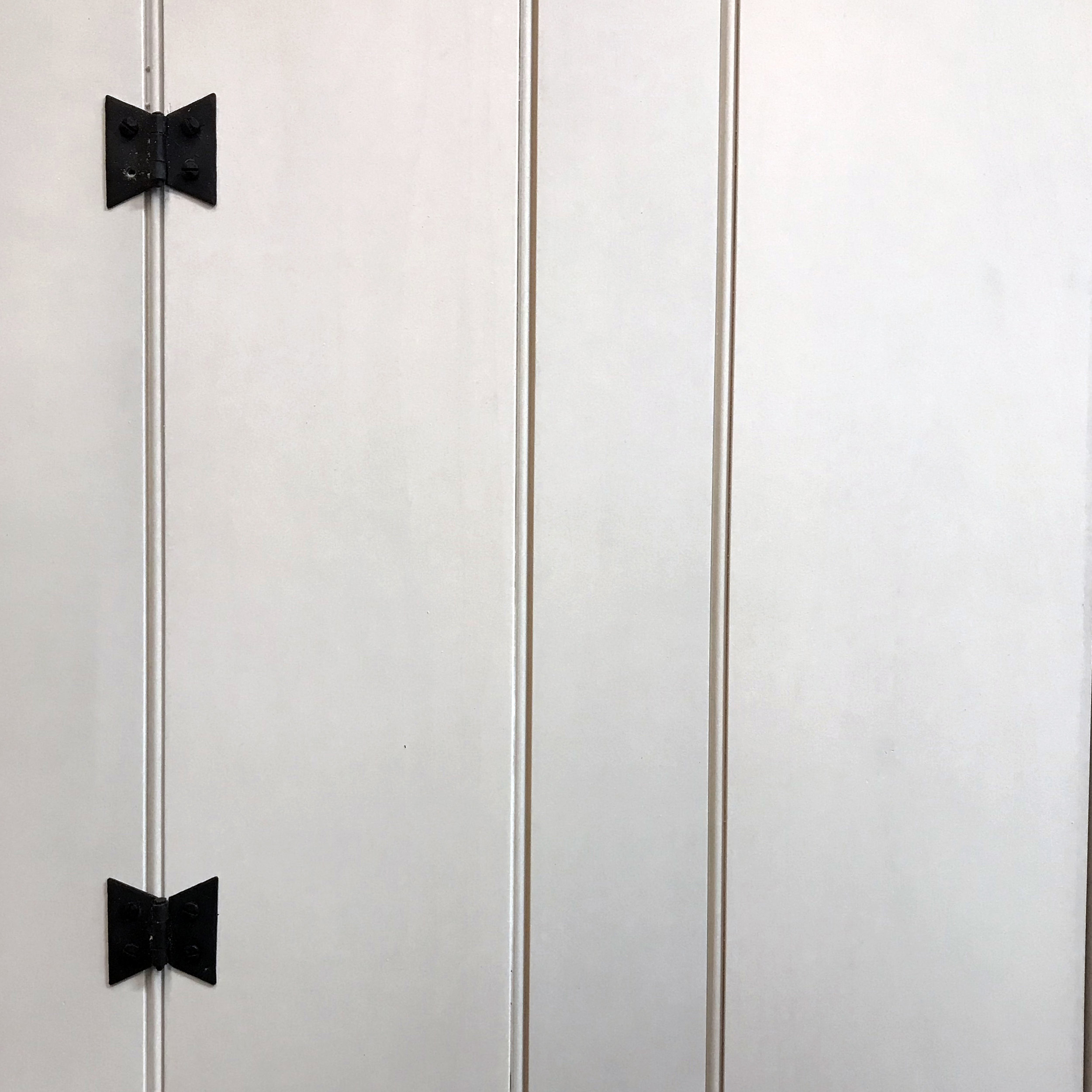Traditional cabinet with butterfly hinges