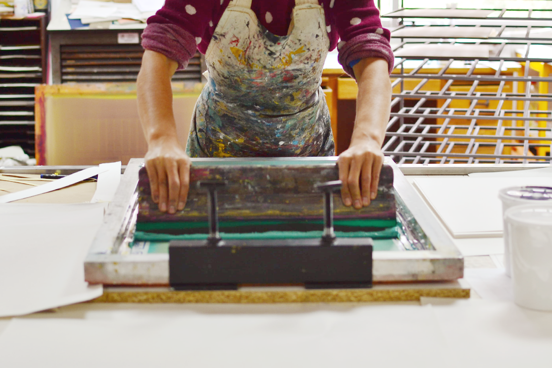 Hand pulled screen printing, a beija-flor/ carapau amarelo partnership.  Processo de serigafria manual, uma parceria beija-flor/ carapau amarelo .