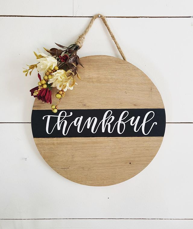 • t h a n k f u l •  Font door wreath alternative round 🙌🏼 We are entering this season of thankfulness—what are you thankful for today? It can be as small as your morning cup of coffee or as big as this season of life your in. Thankful for Gods grace + provision and family/friends love and support in this season! 💕  Happy Monday All! @morrishandmade #morrishandmade #handmade #handpainted #handlettering #lettering #thankful #frontdoordecor #fall #round #home #homedecor #farmhouse