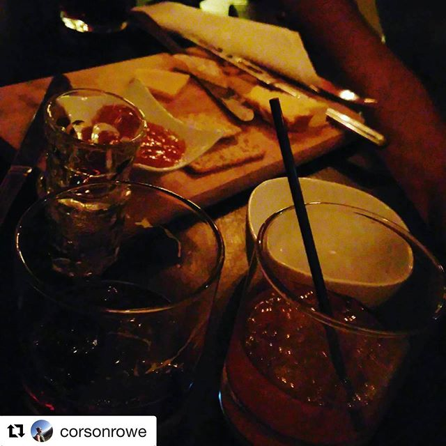#Repost @corsonrowe with @get_repost ・・・ Weekend out with the brother and friends #drinks #cheeseandcrackers #theinstitution