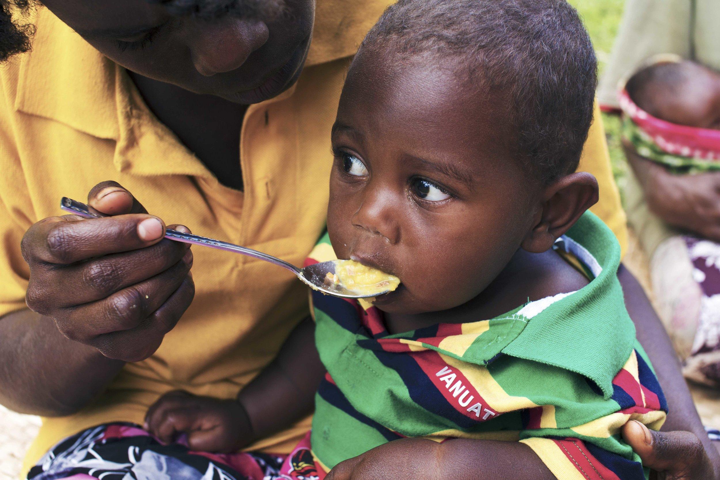 TANNA Junior feeding
