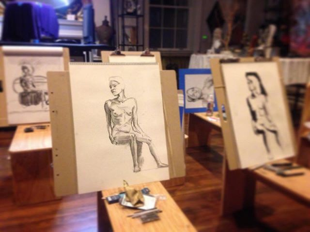 Our next figure drawing night will be on Wednesday, May 15th and will be THE LAST ONE (for at least a few months while Ellen is on maternity leave 🤰🏻) If you'd like to join,  sign up using the link in our profile! ✒️📒🎨 . . . . . www.goldenmoongallery.com #figuredrawing #artcommunity #artlovers #goldenmoongallery #sanmateo #creative