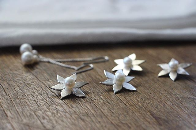 Pearl and silver flowers, made for a lovely gift. #svgjewellery #handmade