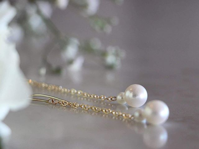 Yellow gold and Akoya pearl earrings to wear for an Autumn evening out. #svgjewellery