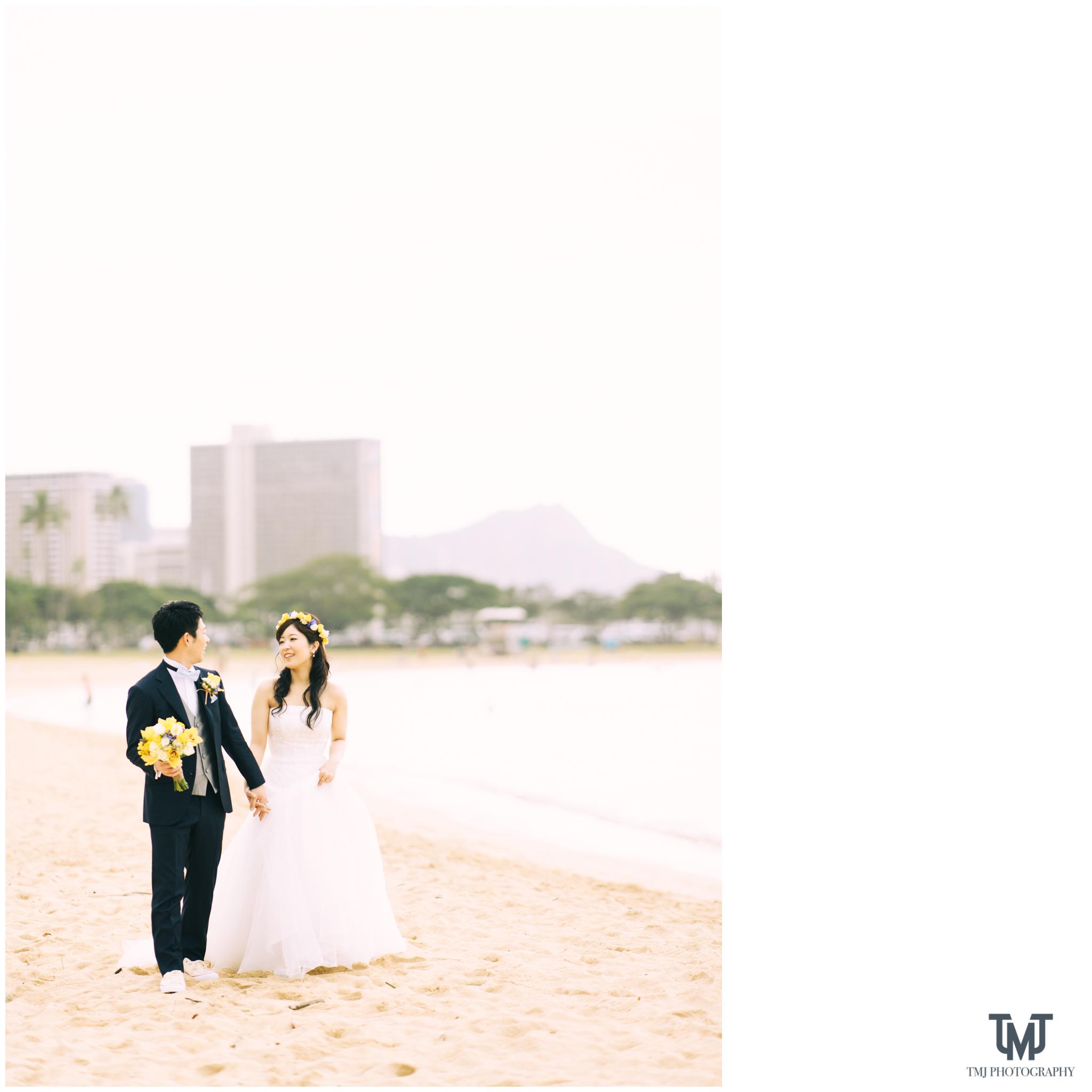 Moana Surfrider Terrace By The Sea Honolulu Destination Wedding 021.jpg