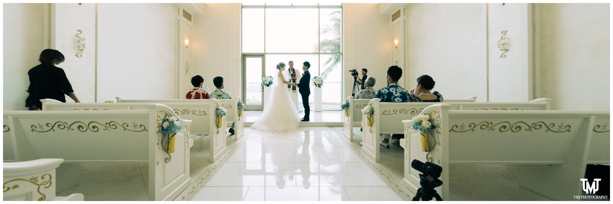 Moana Surfrider Terrace By The Sea Honolulu Destination Wedding 037.jpg