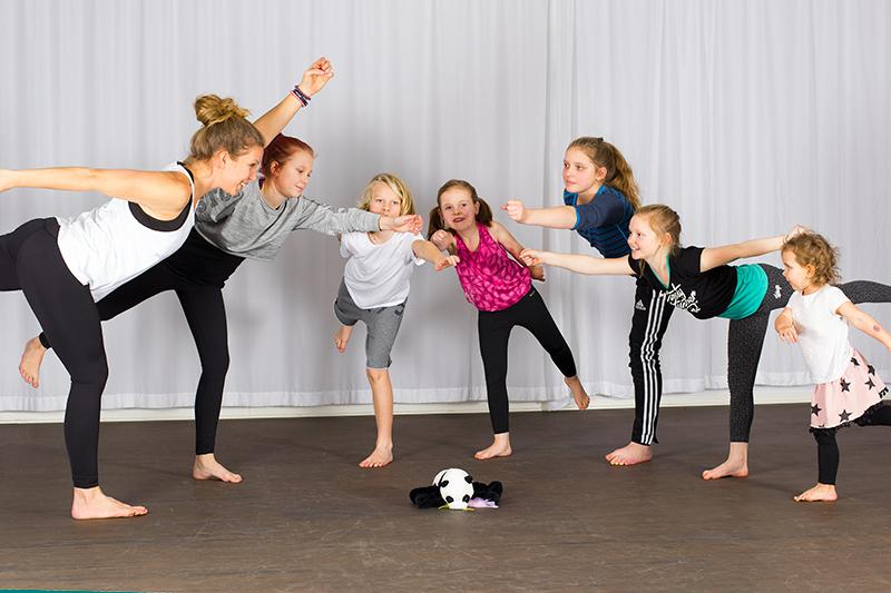 Global_yoga_kids_yogafoto_02_webb kopia.jpg