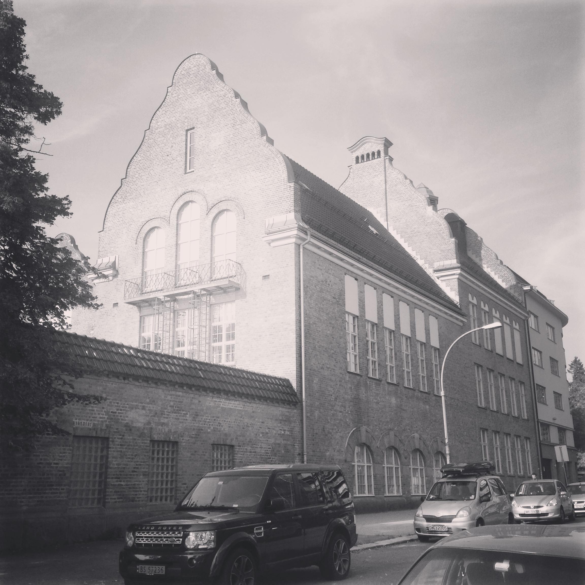 09/2016 - Kontoret ligger vegg-i-vegg med Fagerborg skole, arkitekt: Harald Aars.